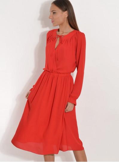 Sukienka z żorżety z zakładaną górą czerwona