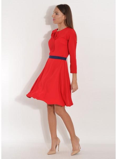Sukienka wiązana pod szyją z kontrastowym paskiem czerwona