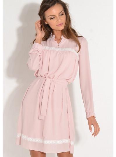 Sukienka z kremową gipiurą jasny róż