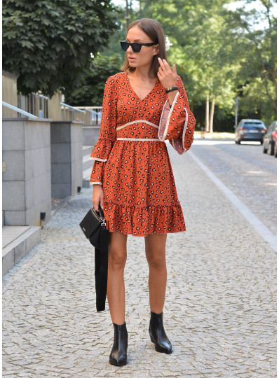 Sukienka odcinana pod biustem z gipiurą
