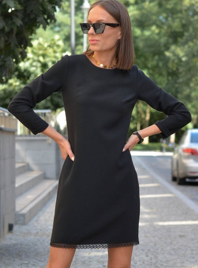Klasyczna czarna sukienka z gipiurą