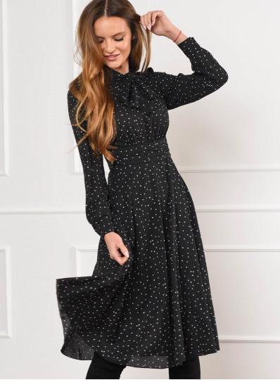 Sukienka w groszki wiązana pod szyją